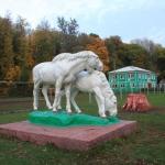 Скульптурная композиция Кони